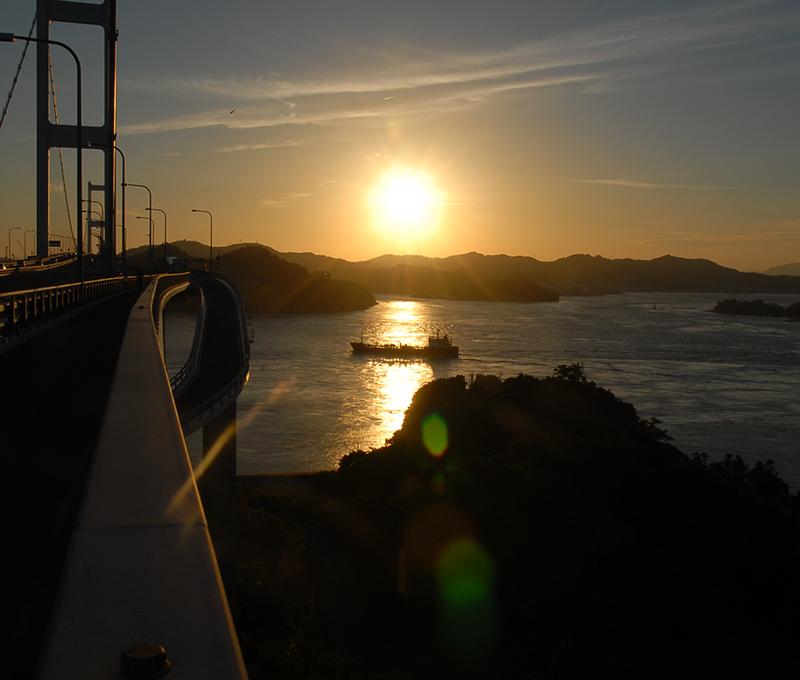 来島海峡の夕陽
