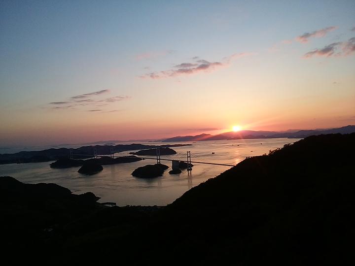 亀老山からの夕日